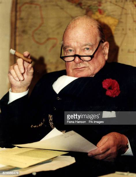 """PA NEWS PHOTO 28/01/98 WINSTON CHURCHILL LOOKALIKE JOHN EVANS IN THE CABINET WAR ROOMS FOR A PREVIEW OF THE EXHIBITION """"CHURCHILL:THE WAR YEARS"""""""