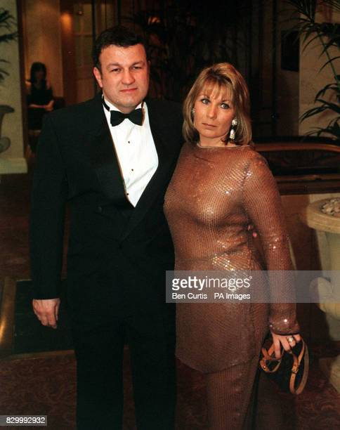 PA NEWS PHOTO 14/2/98 ACTOR GLEN MURPHY AND WIFE ATTEND A CELEBRITY VALENTINES BALL AT THE HILTON HOTEL, LONDON