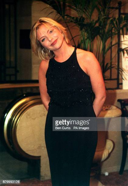 PA NEWS PHOTO 14/2/98 ACTRESS SAMANTHA JANUS ATTENDS A CELEBRITY VALENTINES BALL AT THE HILTON HOTEL, LONDON