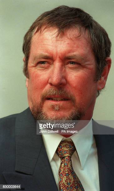 PA NEWS PHOTO 4/3/98 ACTOR JOHN NETTLES AT A PHOTOCALL IN LONDON FOR HIS RETURN TO TELEVISION STARRING AS DCI BARNABY IN A MAJOR NEW SERIES OF FOUR...