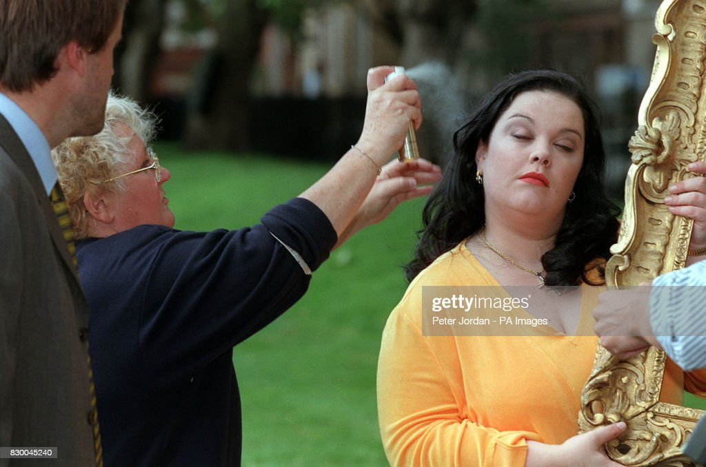 ACTRESS LISA RILEY PREPARES FOR THE 1998 ITV AUTUMN SEASON PHOTOCALL ...