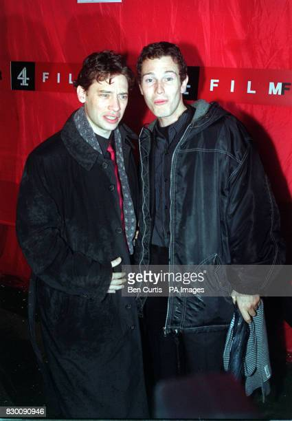 """PA NEWS PHOTO 31/10/98 ACTORS DEXTER FLETCHER AND NICK MORAN, WHO BOTH STARRED IN THE FILM """"LOCK, STOCK AND TWO SMOKING BARRELS"""" ARRIVING AT THE..."""