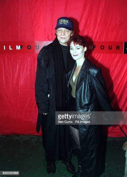 PA NEWS PHOTO 31/10/98 ACTOR DAVID SOUL AND HIS GIRLFRIEND ACTRESS ALEXA HAMILTON ARRIVING AT THE BATTLE BRIDGE CENTRE IN LONDON FOR A PARTY TO...