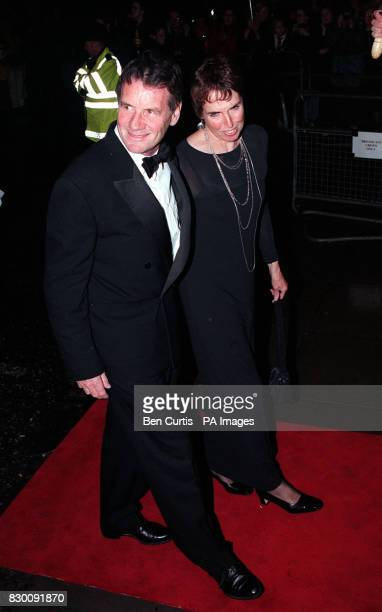 PA NEWS PHOTO 27/10/98 ACTOR MICHAEL PALIN ARRIVES AT THE ROYAL ALBERT HALL IN LONDON FOR THE NATIONAL TELEVISION AWARDS. HIS PROGRAMME 'FULL CIRCLE'...