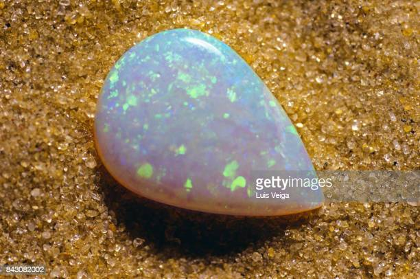 CLOSE-UP OF A BRIGHT OPAL STONE