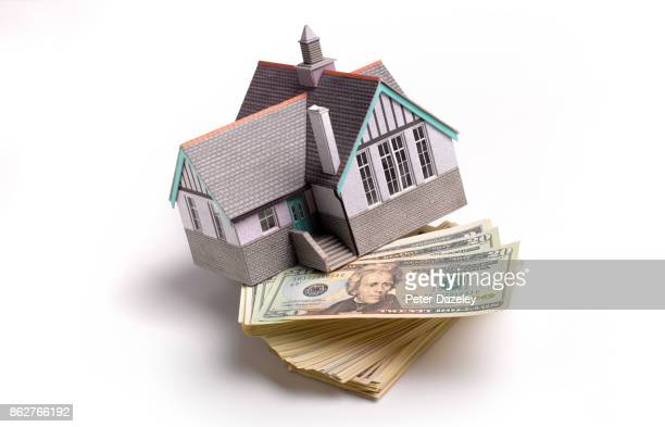 subprime, bank of mum and dad - loan stock pictures, royalty-free photos & images
