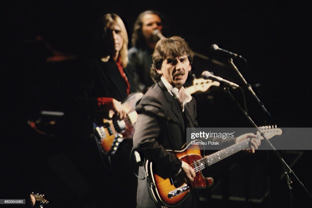 LONDON : GEORGE HARRISON GIVES A CONCERT AT THE ROYAL ALBERT HALL : News Photo