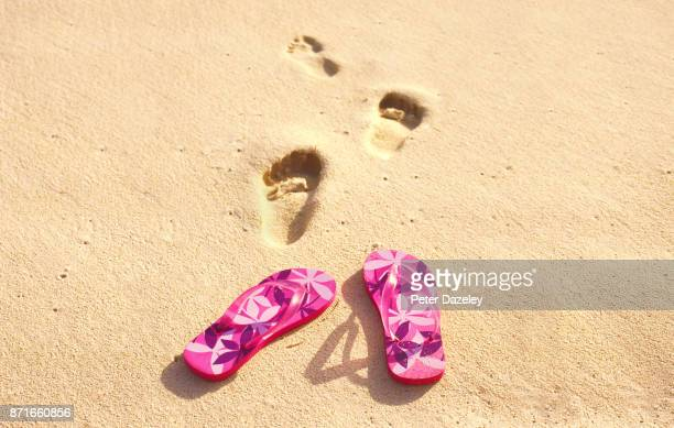 flip flops on beach - flip flop stock pictures, royalty-free photos & images