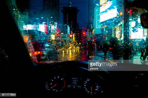 toronto dundas square - humid stock pictures, royalty-free photos & images