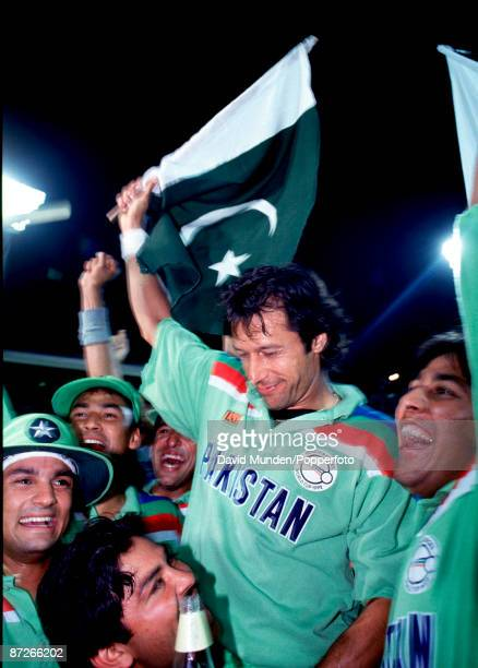IMRAN KHAN LEADS THE PAKISTAN CELEBRATIONS AFTER THEY LIFTED THE 1992 CRICKET WORLD CUP