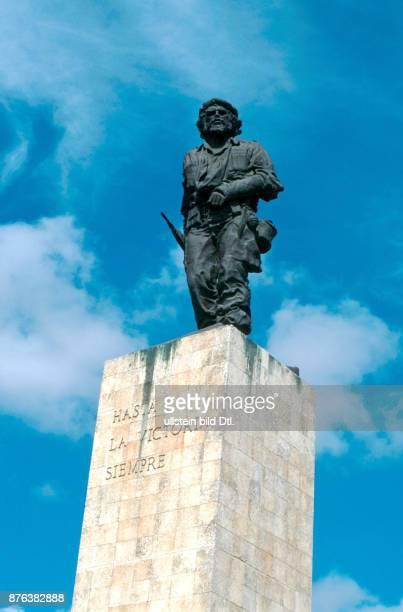 CUBA STATUE TO CHE GUEVARA IN SANTA CLARA CDREF00601