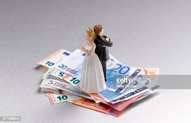 DIVORCED ARGUING COUPLE ON EUROS