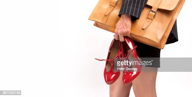 woman carrying painful work shoes off to work - scarpa rossa foto e immagini stock