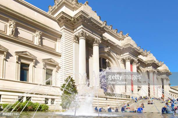 the front of the metropolitan museum new york - metropolitan museum of art new york city stock pictures, royalty-free photos & images
