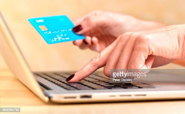shopoholic online - banca electrónica fotografías e imágenes de stock