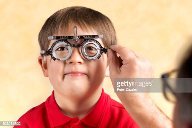 six year old having an eye test - eye test stock pictures, royalty-free photos & images