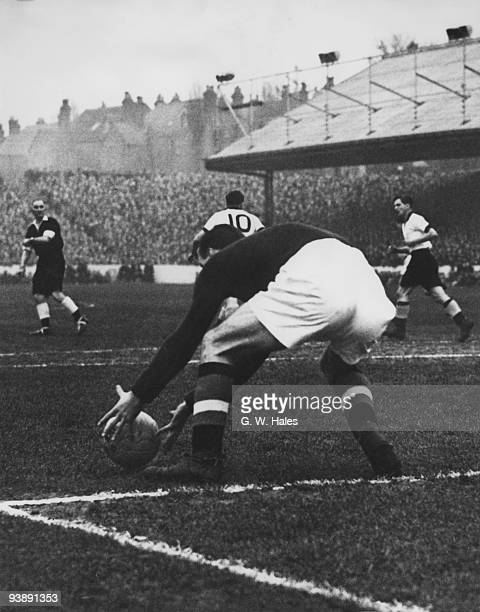 Manchester United goalkeeper Ray Wood palces the ball during a match against Reading FC January 1955 Original Publication Picture Post 7503 Ray Wood...