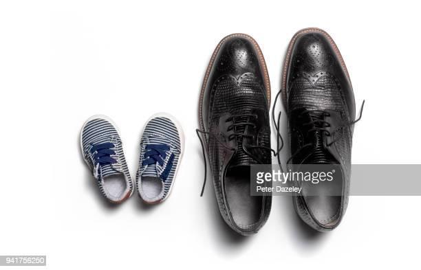 baby and adult man's shoes - klein stock-fotos und bilder