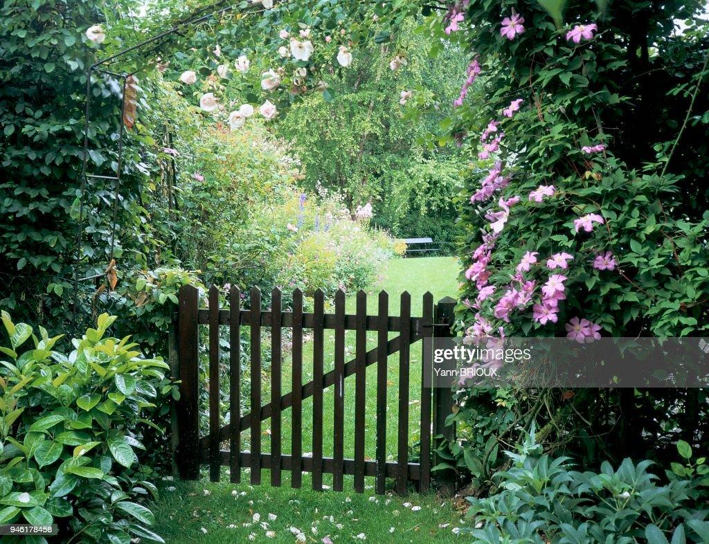 Porte Entree De Jardin Avec Clematites News Photo Getty