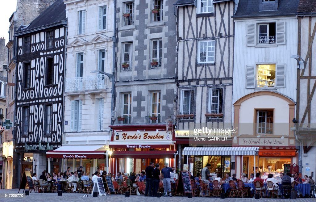 Terrasse Cafe La Nuit Poitiers France News Photo Getty Images