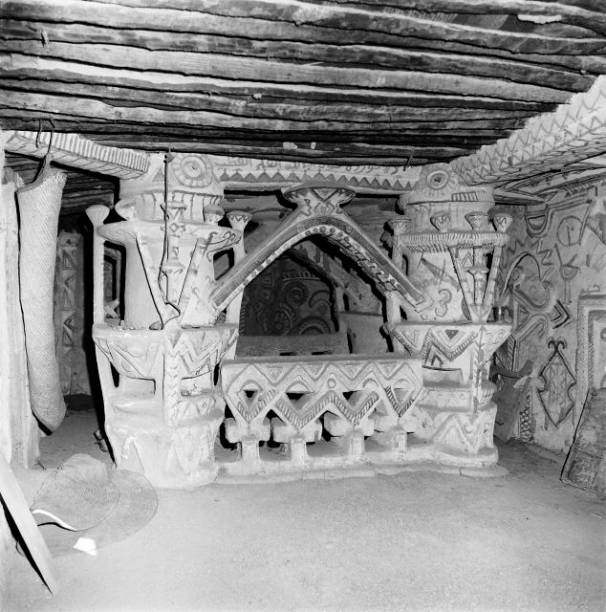 INTERIEUR D\'UNE MAISON HAOUSSA AU NIGER 1950-1953. Pictures | Getty ...