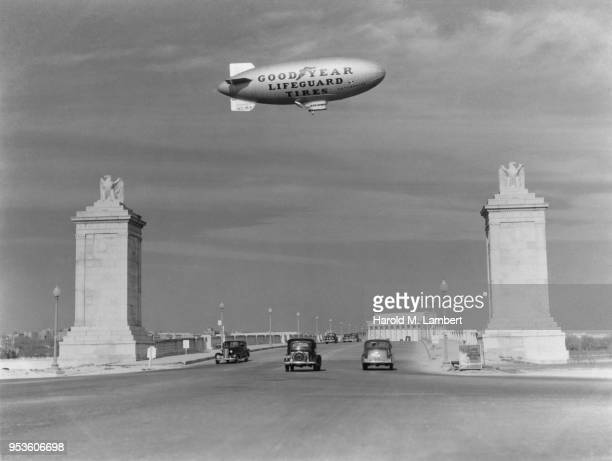 USA, WASHINGTON, D.C, VIEW OF LINCOLN MEMORIAL WITH GOOD YEAR BLIMP IN BACKGROUND