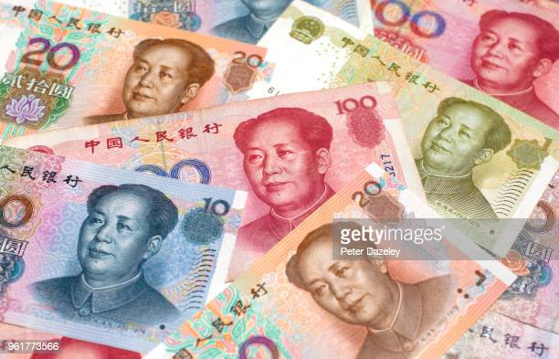close up of chinese yuan bank notes - mao tsé toung stockfoto's en -beelden