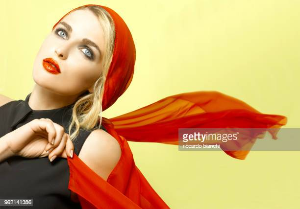 blonde woman with red lips and scarf on yellow - pañuelo rojo fotografías e imágenes de stock