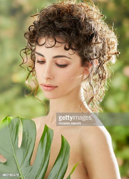 NATURAL LOOK WOMAN COVERING WITH ONE LEAF