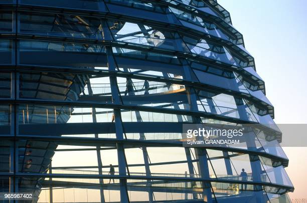 GERMANY.BERLIN.REICHSTAG CUPOLA AT DUSK.ARCH NORMAN FOSTER 1999.