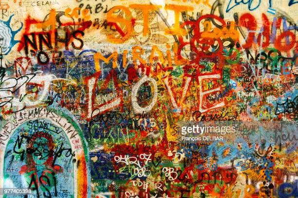 love - murale foto e immagini stock