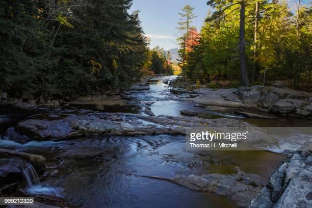 nh-jackson-jackson falls - brook mitchell foto e immagini stock