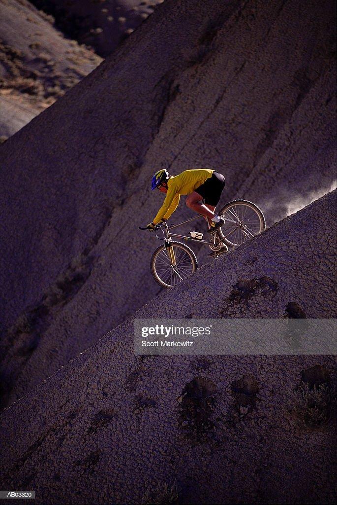 MAN MOUNTAIN BIKING : Stock Photo