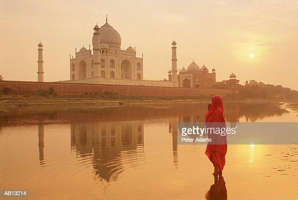 taj mahal at sunrise / agra, india - agra stock pictures, royalty-free photos & images