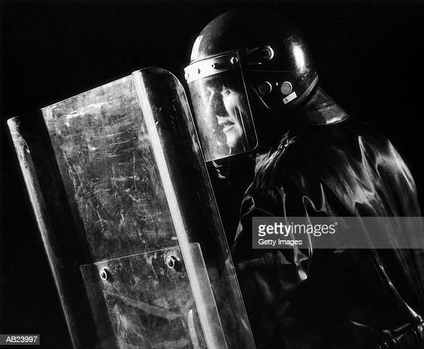 riot policeman with shield (in profile) - 機動隊 ストックフォトと画像