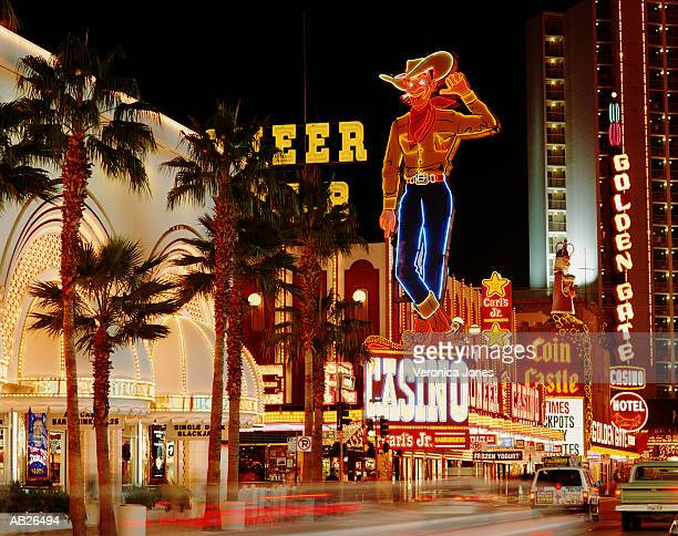 the strip at night, las vegas, nevada, usa - las vegas stock-fotos und bilder