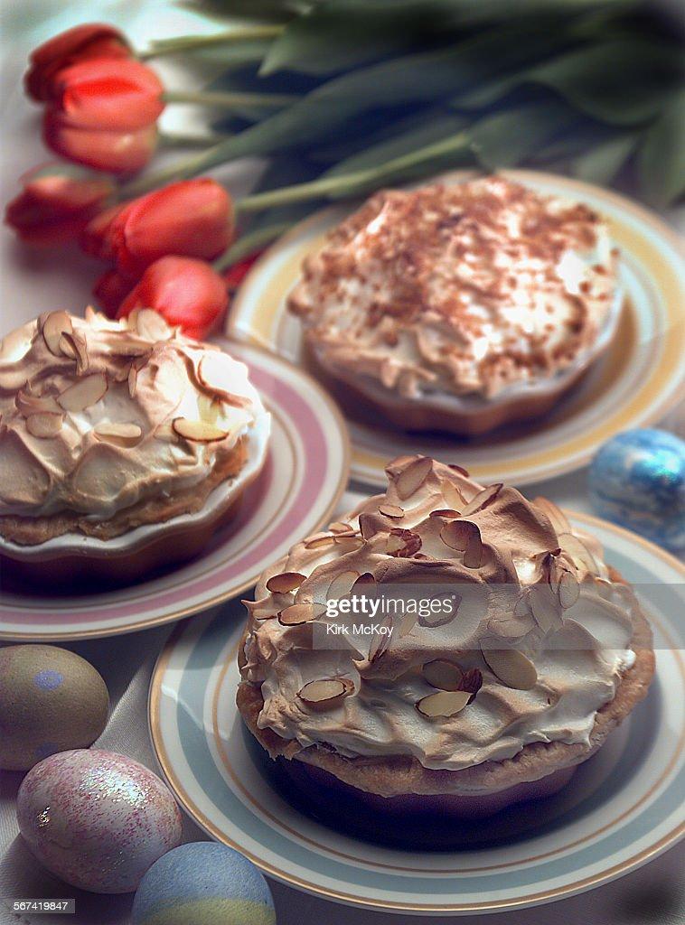 KM4u2013u2013Meringue pies. Plates from Williamsu2013Sonoma stores. & 005051.FO.0322.Meringue.KM4u2013u2013Meringue pies. Plates from Williams ...