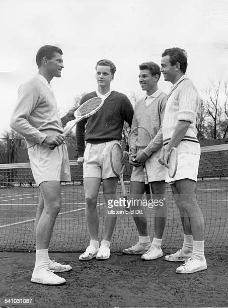 *Sportler Tennis DDeutschlands Daviscup Mannschaft trainiert unter der Leitung von Patty bei RotWeiss vl Patty Bungert Huber und Scholl 1958