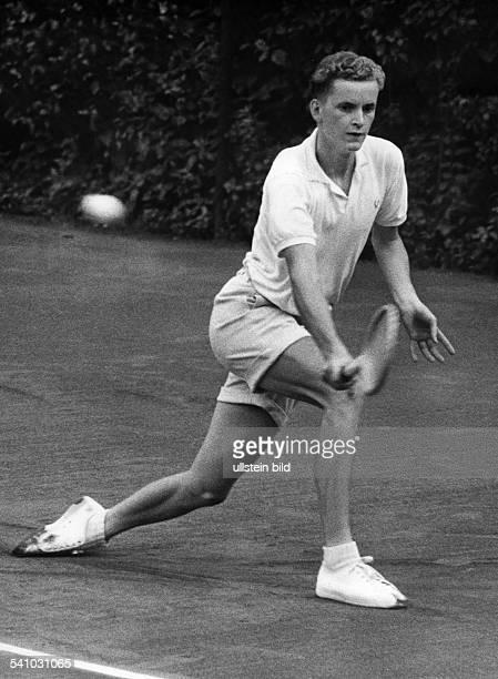 * Tennissportler Dwährend des Trainings für die BegegnungDeutschland Niederlande derDaviscupEuroparunde in München 24 April 1958