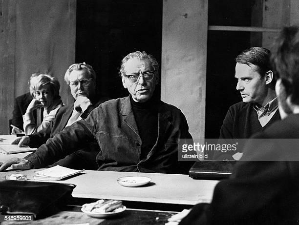 *Schauspieler Regisseur DLindtberg während einer Leseprobe im SchloßparkTheater Berlin zur Inszenierung von 'Hidalla' von Franz Wedekind vl die...