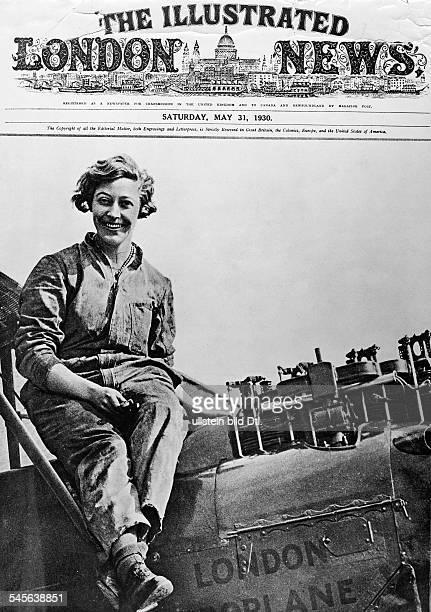 *Fliegerin GB sitzt im Blaumann auf ihrem Flugzeug undatiertes Foto auf der Titelseite der 'IllustratedLondon News' vom 3151930