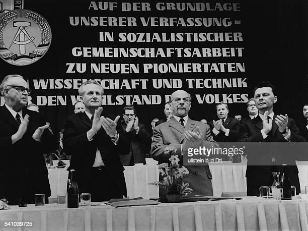 30061893 Politiker SED D1 Sekretär des ZK der SED Staatsratsvorsitzender Kundgebung in Jenavl der Präsident des Forschungsratesder DDR Max Steenbeck...