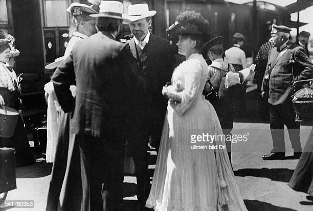 *01091854Musiker Komponist Dals Besucher der Festspiele auf dem Bahnhof in Bayreuth Juli 1904