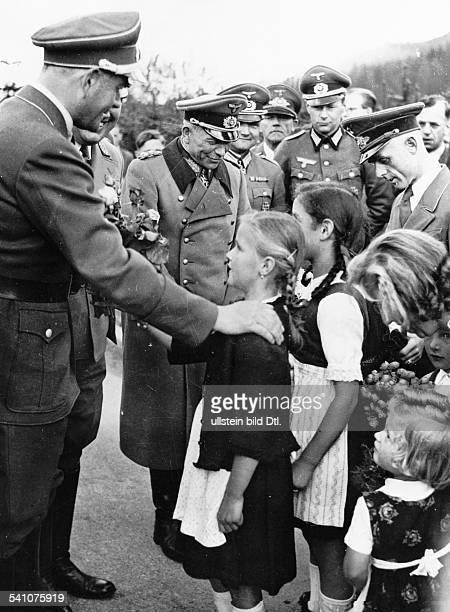Architekt und Politiker NSDAP mit Generaloberst Heinz Guderian während eines Besuches bei imoberbayerischen Seefeld zur Erholungweilenden Angehörigen...