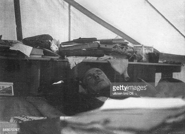 *01111880November1930Polarforscher Geophysiker Meteorologe DGrönlandexpedition 1930 A Wegener aufgenommen im Wartelager Kamarujuk nach einem...