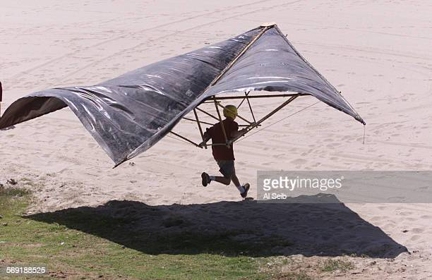 ME0909hang2AS HANG GLIDERS Dave Plumb 19 years old from Bakersfield a beginner hang glider is trying to get off the ground in a glider built by his...
