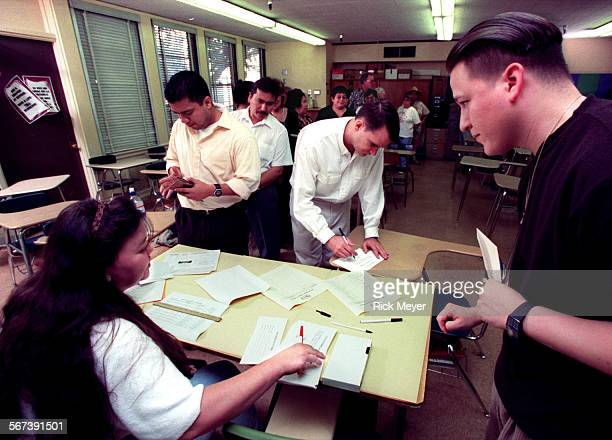 ME9025vote1rm United Teachers Los Angeles members vote to authorize the UTLA to organize a strike SEATED Deb Hicks a US and World Hisotry teacher at...