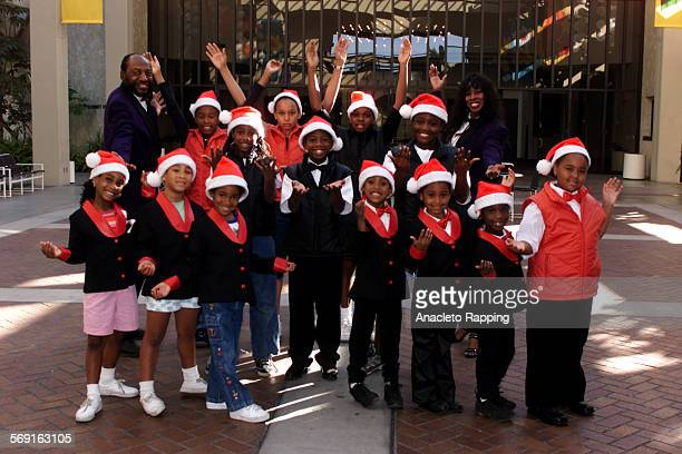 Wkdfam231.AR Marvin Clayton leads the Apollo West Voices of Soul, who will perform in the Hollywood Christmas Parade on Nov 26. Photo taken 11/18/00...