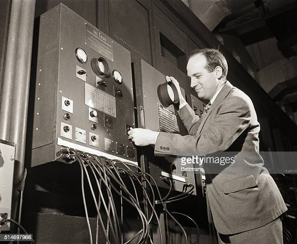 02/02/46PhiladelphiaPA The ENIAC the first computer addingmachine demonstration Photo shows the machine that prints and tabulates the answers to the...