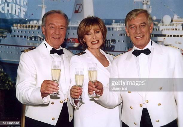 Schauspieler Dmit Horst Naumann und Heide Keller in der Serie das Traumschiff August 2001